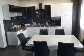 Prodaja obiteljske kuće u Buzdohnju P+1+VP  300 m2 i 700 okućnice, Čavle, Casa