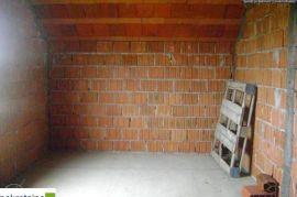 Kuća Priz Pot 77 m2, placa 2783 m2 1920/GT., Brčko, Σπίτι