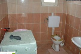 Kuća sa visokim potkrovljem 659/GT, Brčko, Famiglia