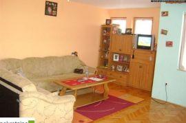 Dvosoban+DB stan i garaža 1086/DP, Brčko, Flat