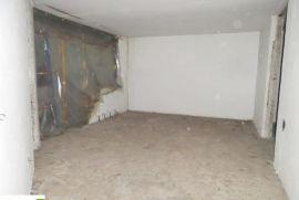 DOBRINJA DEVASTIRAN STAN 92m2, Sarajevo Novi Grad, Apartamento