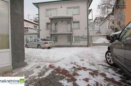 prodaje se luksuzna vila sa poslovnim prostorom i komforno......, Novo Sarajevo, Kuća