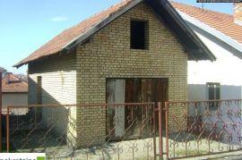 Kuća sa 822m2 placa 1637/GT, Brčko, House