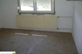 Kuća na sprat na placu površine 328 m2 1544/GT, Brčko, Casa
