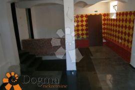 PRODAJNI PROSTOR RIJEKA TRSAT NAJAM 30m2, Rijeka, Poslovni prostor