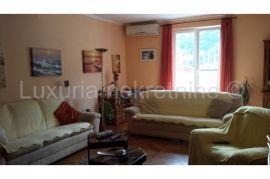 Stan 154 m2  plus dvije garaze 60 m2 , 4 parking mjesta, Dubrovnik, Appartment