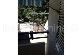 Izuzetno komforan stan na 1.katu stambene zgrade., Kaštela, Daire