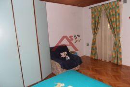 Dvoetažni stan s okućnicom PRILIKA, Viškovo, Stan