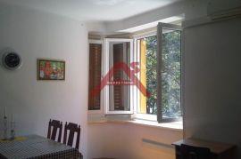 Centar, 50 m2, lijep i novouređen stan, 2. kat, 300 €/mj, Rijeka, Appartment
