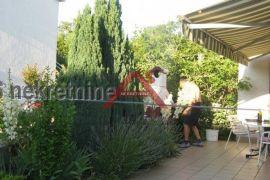Njivice prizemni apartman sa vlastitim vrtom, Omišalj, Stan