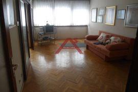 Prilika!! Maksimir, 2.sobni, 61 m2, 2. kat bez lifta, Zagreb, Stan