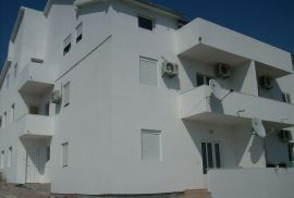 Prodajem jednosoban stan u centru Tivta,apartman, Tivat, Stan