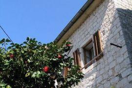 Kamena kuca u Perastu, Kotor, House