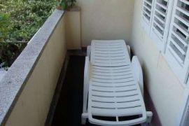 prodajem trosoban stan u centru Igala, Igalo, Stan