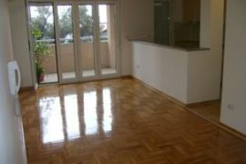 1350 e/m2, Bečići, Wohnung