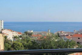Prodaje se savremen stan u Becicima,sa pogledom na more, Bečići, Flat