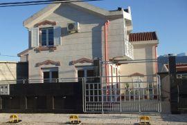 Tivat-krtole, Tivat, Casa