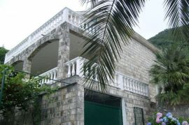 Stoliv Apartman, Kotor, House