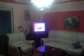 Kuca u Kaludjerici, Beograd, House