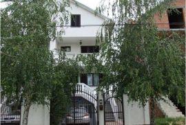 Porodicna kuca nadomak centra za uživanje, Beograd, Σπίτι