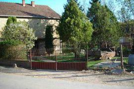 kuca na selu, Irig, بيت