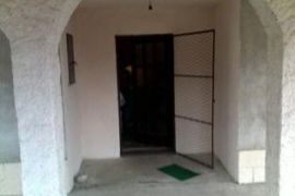 HITNO prodajem kucu u Pirotu, Pirot, Casa