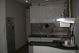 hitnoo!!menjam stan na b.kosi za dva manja, Beograd, Apartamento