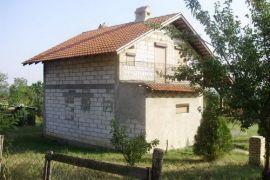 KUCA NA PRODAJU, Mladenovac, Дом