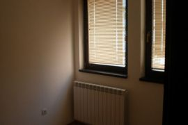 prodajem stan u centru Inđije, Inđija, Ev