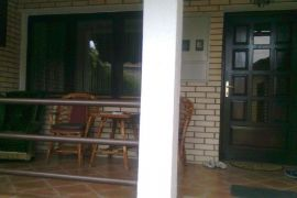 prodajem kucu u Loznici, Loznica, Casa