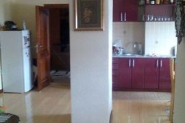 Stan V sprat kod D.Zdravlja, Ruma, Apartamento