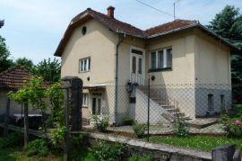 Porodična kuća, Gornji Milanovac, Famiglia