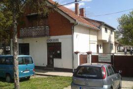 Kuća sa okućnicom u centru na prodaju, Stara Pazova, Haus