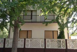 Kuća sa visokim potkrovljem, Zrenjanin, Ev