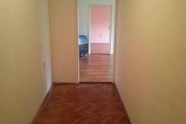 prodajem stan u centru leskovca 85m2 1 sprat, Leskovac, Stan