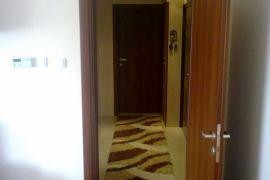 nov stan u indjiji, Inđija, Appartamento