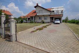 Porodicna kuca u Rajkovcu, Mladenovac, Σπίτι