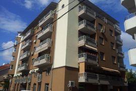 Stan u ul Generala Bože Jankovića (zgrada Delta matic), Niš, Apartamento